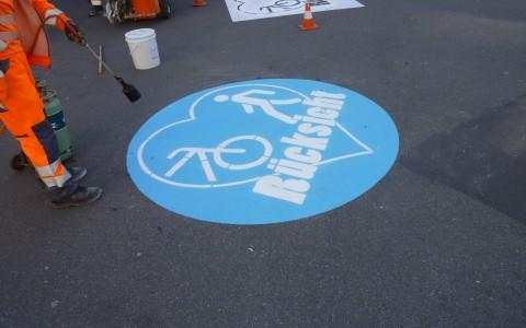 Rücksicht Kampagne: Strassenmarkierung mit Herz